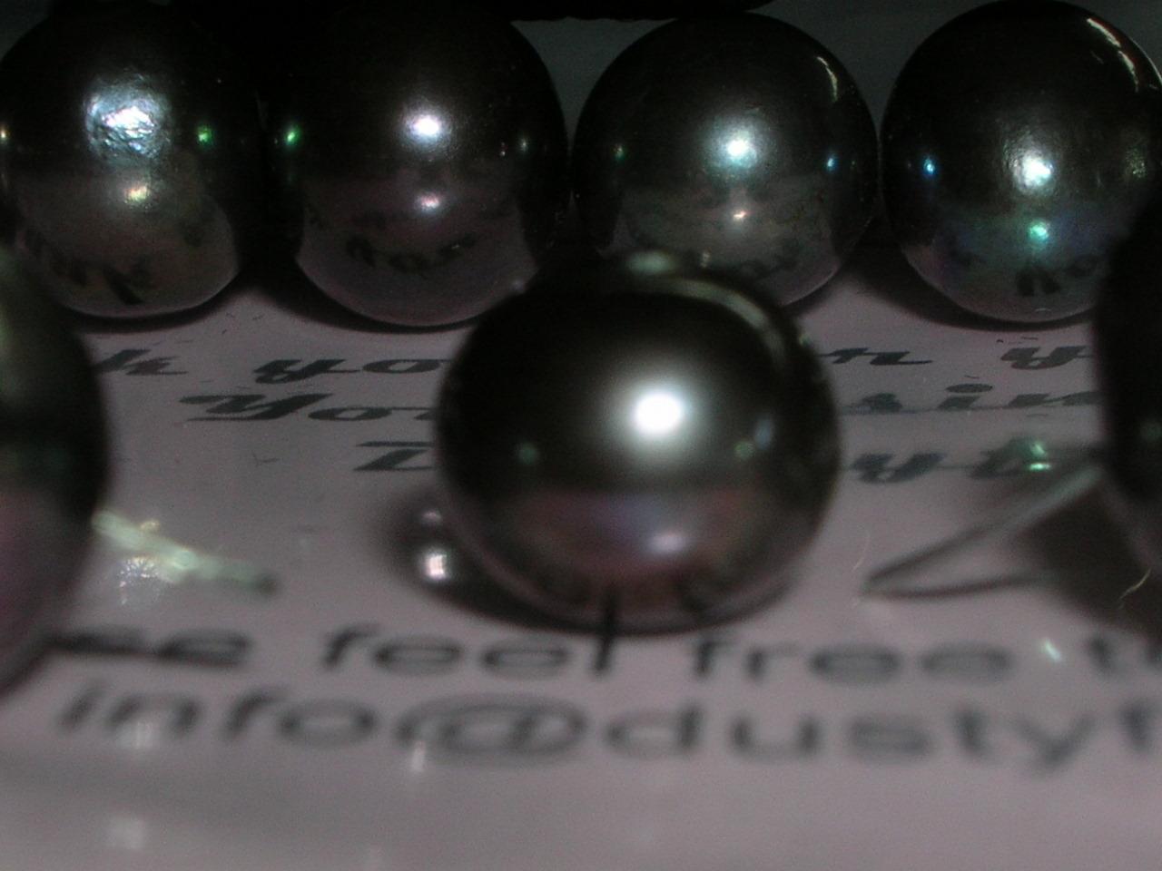 Perlas negras como ejemplo de un bien escaso. Foto de FotoBlog Rare, tomada de la URL: https://flic.kr/p/tLL9Z. Licencia CC BY